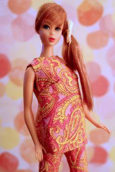 Twist n' Turn Barbie - titian Vintage Barbie Clothes, Girl Doll Clothes, Vintage Dolls, Girl Dolls, Play Barbie, Barbie And Ken, Tammy Doll, America Girl, Doll Display