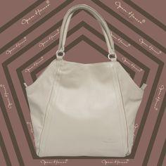 Sin blanco las estrellas no brillan. inf. www.openhouse.com.co #openhousecuerocolombiano #openhouse #moda #boutique #bags #carteras #colombia