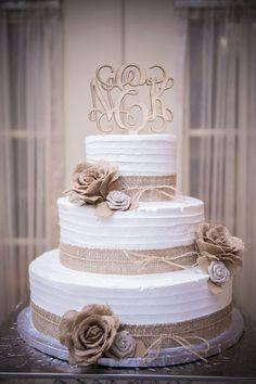 30 ideas for wedding dresses vintage lace country cake toppers Wedding Cake Prices, Luxury Wedding Cake, Floral Wedding Cakes, Wedding Cake Rustic, Wedding Cake Designs, Cake Wedding, Wedding Ideas, Fruit Wedding, Wedding Themes