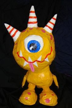 monsters paper mache - I like the image but sadly the link is a dead one. 3d Art Projects, Paper Mache Projects, Paper Mache Crafts, School Art Projects, Sculpture Lessons, Sculpture Projects, 8th Grade Art, Arte Popular, Art Classroom