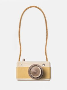 Wooden Camera – Sunflower Yellow, made of Guatambu and Incense wood with a leather grip and zoom feature