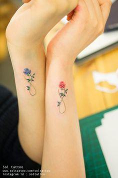 Wahrscheinlich würden die meisten von euch nicht an eine Blume denken, wenn es um das nächste (oder erste) Tattoo geht. Da denkt man ja auch automatisch an eine langweilige Rose, die mal in den 90er aktuell war. Dass man Pflanzen und Blumen aber auch in se