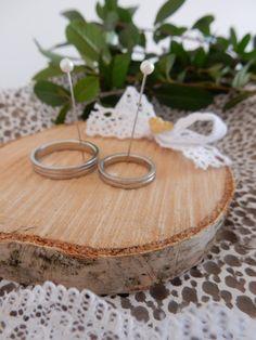 """Love Rustic Přírodní""""polštářek""""pod svatební prstýnky. Průměr9 cm. K dispozici různé průměry. Na přání lze změnit barvu mašličky, vše na domluvě :-) Možnost osobního vyzvednutí v rámci Prahy."""