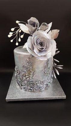 Metalica cake with wafer paper rose - cake by iratorte - Cake Decorating Dıy Ideen Metallic Cake, Metallic Wedding Cakes, Silver Cake, Beautiful Wedding Cakes, Gorgeous Cakes, Pretty Cakes, Amazing Cakes, Rose Cake, Elegant Cakes