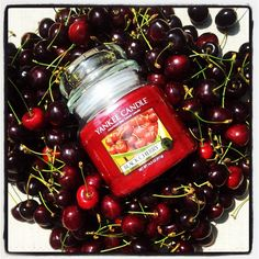Yankee Candle Blach Cherry by SwiatZapachow.pl