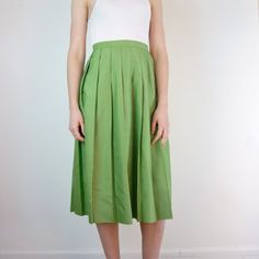 Vintage Skirt / Pleated Skirt by jessjamesjake on Etsy - very sweet for a Spring day Pleated Skirt, Midi Skirt, High Waisted Skirt, 1950s Skirt, 1950s Fashion, All About Fashion, Vintage Skirt, Ready To Wear, Roman Holiday