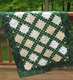 Irish Chain Quilt - Learn about the Irish quilt chain pattern Free Motion Quilting, Quilting Tips, Machine Quilting, Quilting Projects, Quilting Designs, Sewing Projects, Celtic Quilt, Quilt Baby, Irish Chain Quilt