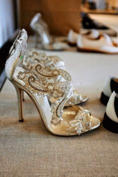 Stepping Out in the Best Wedding Shoes Ever - Photography: Oscar PR Girl via The Cinderella Project | Shoes: Oscar de la Renta