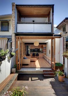 David Mitchell Architects reworks his own inner-Sydney worker's terrace to create a light-filled home and studio that offers a site-specific theatre performance. Narrow House Designs, Small House Design, Modern House Design, Minimalist House Design, Minimalist Home, House Extensions, Home Fashion, Future House, Architecture Design