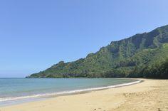 Kahana Bay is a classic Hawaiian beach, perfect for a romantic beach wedding. Hawaii Wedding, Destination Wedding, Wedding Venues, Got Married, Getting Married, Oahu Beaches, Romantic Beach, Hawaiian, Classic