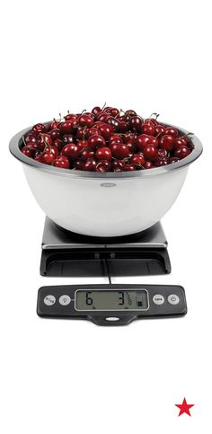 Change the way you cook with this innovative food scale, which features a pull-out display for weighing large containers & dishes. It has an 11-pound capacity and makes prep work super easy.
