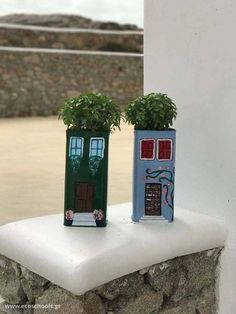 Cool DIY planters from big cans that will do yourself for your gardens, courtyards, and balconies Diy Concrete Planters, Diy Planters, Planting Succulents, Planting Flowers, Wrought Iron Wall Decor, Iron Decor, Purple Plants, Mediterranean Garden, Succulent Terrarium