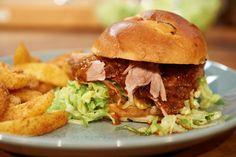 Rezept für BBQ-Pulled-Pork-Burger (Konfierter Schweinenacken) bei Essen und Trinken. Und weitere Rezepte in den Kategorien Brot / Brötchen / Toast, Gewürze, Kräuter, Schwein, Hauptspeise, Einfach.