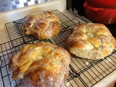 Italian Easter Bread with distinctive anise flavor with a hint of cardamon is unique. Portuguese Recipes, Italian Recipes, Italian Dishes, Amaretti Cookie Recipe, Pistachio Crusted Salmon, Italian Easter Bread, Bread Rolls, Yeast Rolls, Dessert Bread