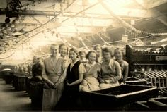 Mill girls in Bradford (including Gladys Burnett)