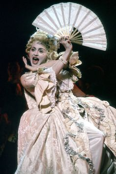 "Madonna, best ""Vogue"" performance. Mtv Vma 1990"