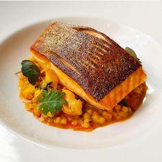 """3,806 """"Μου αρέσει!"""", 20 σχόλια - ChefsTalk (@chefstalk) στο Instagram: """"Explore @oli_harding on @chefstalk #chefstalk"""" Shrimp Bisque, Crab Bisque, Basic Kitchen, Roasted Salmon, Food Trends, Roasting Pan, Prawn, Fennel, New Recipes"""