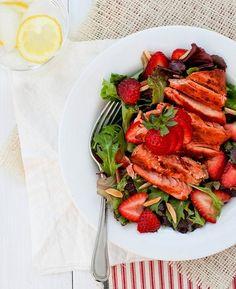 salada de salmon grelhado com morangos