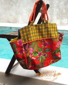 Can use Ankara covered rope for bag handles Patchwork Bags, Quilted Bag, Boho Bags, Denim Bag, Purse Patterns, Fabric Bags, Vintage Bags, Handmade Bags, Purses And Bags
