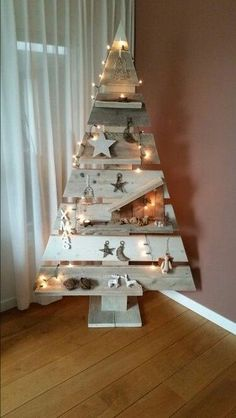 You must be careful with wood stain though. - You must be careful with wood stain though. Some w… – You must be careful with wood stain though. Burlap Christmas Tree, Indoor Christmas Decorations, Christmas Centerpieces, Rustic Christmas, Christmas Diy, Wooden Xmas Trees, Pallet Wood Christmas Tree, Christmas Projects, Christmas Crafts