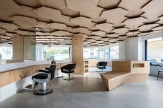 This environment is created by a three-layered birch plywood hexagonal ceiling with integrated lighting, which represents the piercing sunbeams. This hexagonal overlapping grid reminds us of the alveolar pattern bees make while making honey.