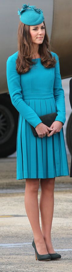 While at Dunedin Airport, Kate Middleton was flawlessly coordinated in her bright, teal look.