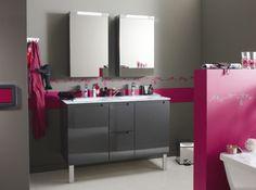 Salle de bain gris et fushia