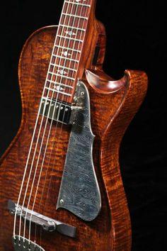Le luthier virtuose Scott Walker nous a dévoilé sa nouvelle création en bois massif. Retrouvez des cours de #guitare d'un nouveau genre MyMusicTeacher.fr