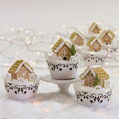 Gingerbread House Cupcakes by: jillpryor Christmas Makes, Christmas Mood, Noel Christmas, Pink Christmas, Christmas Wishes, Handmade Christmas, Christmas Cookies, Christmas Baking, Diy Wedding Veil