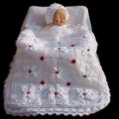 beyaz-tulumlu-bebek-battaniyesi-orgu-orgubahcem