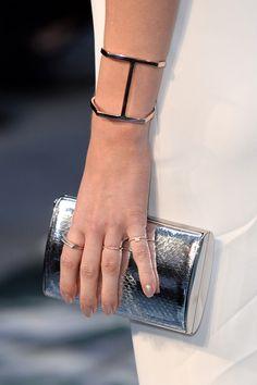Look del día: Emma Watson nos enseña a llevar un vestido blanco, ¡sin ser la novia!