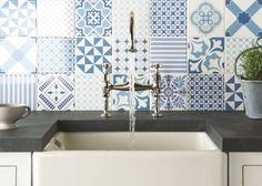 gemusterte Keramikfliesen für Küchenrückwand-blau weiße abstrakte und grafische Motive