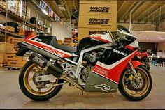 Suzuki GSXR750 Suzuki Motos, Suzuki Gsx R 750, Suzuki Bikes, Retro Motorcycle, Suzuki Motorcycle, Custom Street Bikes, Custom Bikes, Gsxr 1100, Custom Cafe Racer
