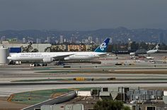 https://flic.kr/p/djofLg | Air New Zealand, Boeing 777-300ER | LAX Oct. 12, 2012  The 777 in the foreground is taxiing to the gate, while the All Blacks is leaving the gate, going to its parking spot.