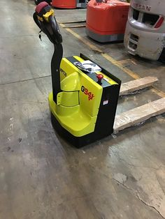 G941 Full Powered Electric Pallet Jack 3000lb. Pallet Jack, Look Good Feel Good, Pallets Garden, Wall Outlets, All The Way Down, Garden Projects, The Unit, Electric, Top