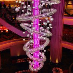 This spectacular glass chandelier hangs over Savor Restaurant on @cruisenorwegian Epic.