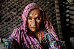 Woman, Rajasthan, India - photograph taken by Steve McCurry - Eloquence of the Eye