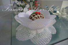 Forminha decorativa em tecido de tela de algodão engomada com cetim engomado, diâmetro para o docinho de 3cm (tamanho padrão). Cor branca. R$ 0,88