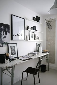 Une chambre artistique en noir et blanc