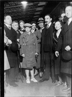 Regele Mihai in gara Romanian Royal Family, Bucharest Romania, Queen Victoria, Queen Anne, Royalty, Daughter, Descendants, Edinburgh, King