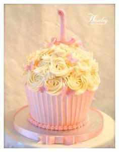 Cupcake Cake - All BC cupcake w/ fondant butterflies Smash cake idea. Cupcake Cake - All BC cupcake w/ fondant butterflies Large Cupcake Cakes, Cupcake Smash Cakes, Big Cupcake, Smash Cake Girl, Cupcake Icing, Giant Cupcakes, Girl Cakes, Fancy Cakes, Cupcake Ideas
