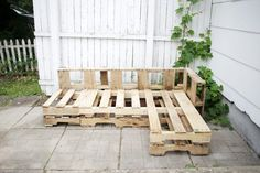 How to Make a Couch Out of Pallets | eHow