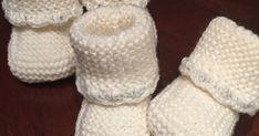 Oppskrift- strikkede babysokker Bruker garn som har ca 27 m på 10 cm Pinner 3 mm Str: 0-3 mnd Legg opp 20 m og strikk r... Baby Barn, Baby Knitting Patterns, Baby Booties, Delena, Garnet, Diy And Crafts, Slippers, Children, Baby Shoes