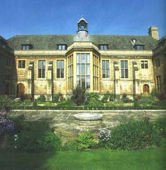 Rhodes House wedding venue in Oxford, Oxon. located in the heart of the city, providing a quintessentially traditional Oxford setting for a memorable wedding celebration.