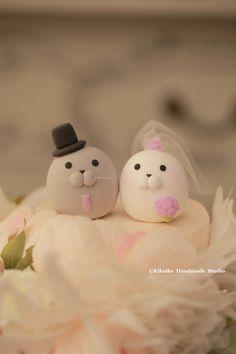 Seal and Walrus MochiEgg wedding cake topper #oceanwedding #cakedecoration #ceremony #clay #kikuikestudio #cute #animalscaketopper #weddingideas #