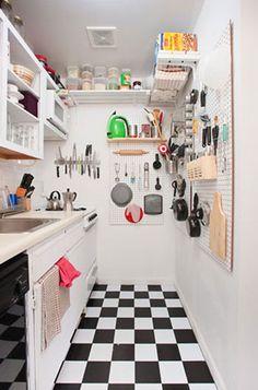 Treliça para pendurar itens na cozinha. Blog de Decorar: Cozinha Descolada X Cozinha Planejada