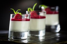 Cake mousse with raspberries