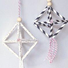Créez de jolis himmelis avec quelques pailles en carton ! C'est la touche décor pour les fêtes de Noël. Découvrez tous nos ateliers sur notre blog...