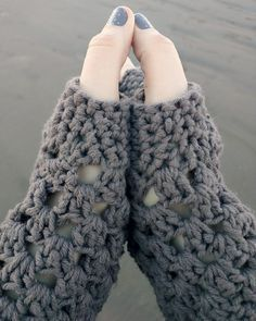 chunky fingerless gloves (free crochet pattern) by Domestic Bliss domesticbliss2.com