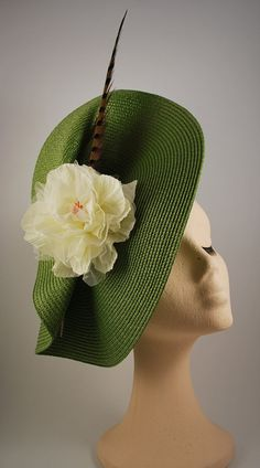 MEIGA 5: base of straw green organza flower and by TrisquelTocados